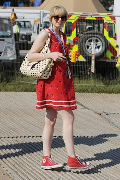b715e9a46608b2 I find it daring to wear a dress with Converse. Red Keds
