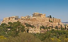 Acrópolis de Atena una de las más importantes acrópolis de la antigua Grecia.Ubicada próxima a el palacio de poseidón Imagen sacada de  Wikipedia(2016)''Acrópolis de Atenas'' https://es.wikipedia.org/wiki/Acr%C3%B3polis(8-10-16) 15: 25