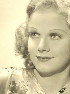 Jean Harlow Golden Age Of Hollywood, Vintage Hollywood, Hollywood Glamour, Classic Hollywood, Classic Movie Stars, Classic Movies, Cinema, Jean Harlow, Chain Shoulder Bag