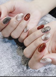 Here is a tutorial for an interesting Christmas nail art Silver glitter on a white background – a very elegant idea to welcome Christmas with style Decoration in a light garland for your Christmas nails Materials and tools needed: base… Continue Reading → Gradient Nails, Acrylic Nails, Marble Nails, Hair And Nails, My Nails, Work Nails, Bling Nails, Cute Nails, Pretty Nails