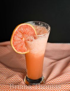 This grapefruit slushie makes a refreshing snack on the lighter side. Only a few ingredients! THM:E, no sugar added, low fat, gluten/egg/dairy/nut free Thm Diet, Mama Recipe, Evening Snacks, Thm Recipes, Slushies, Few Ingredients, Weight Loss Diet Plan, Low Sugar, Nut Free