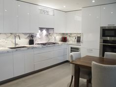 Custom Kitchen Design - White high-gloss handle-less cabinetry with marble countertops and backsplash High Gloss White Kitchen, High Gloss Kitchen Cabinets, White Kitchen Decor, Modern Kitchen Cabinets, Kitchen Cabinet Design, Kitchen Countertops, Kitchen Interior, Marble Countertops, Brown Cabinets