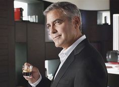 A George Clooney le gusta el café Nespresso Nespresso, Pictures Of George Clooney, Black Rock Coffee, Cappuccino Machine, Italian Coffee, Coffee Culture, Important People, Best Coffee, Coffee Beans