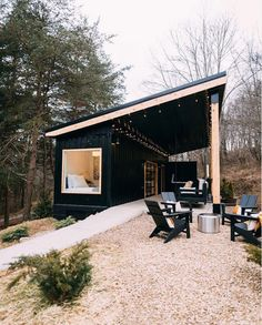 container house Nestled on 13 acres of woods this adorable shipping container Airbnb is inspiring. Dubbed, The Lilypad, and located a couple miles from the entrance of Old Mans Cave in Tiny House Cabin, Tiny House Living, Tiny House Design, Small House Plans, My House, Tiny Cabins, Guest House Shed, Modern Small House Design, Guest Houses