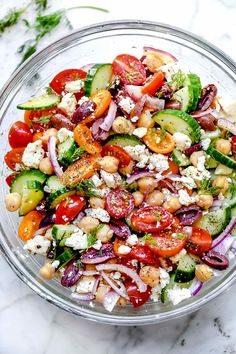 Classic Mediterranean flavors are what make up this easy Greek chickpea salad with fresh veg, healthy fats, and bright herbs keeping it light and tangy. Healthy Salad Recipes, Vegetarian Recipes, Chickpea Salad Recipes, Greek Salad Recipes, Greek Chickpea Salad, Mediterranean Chickpea Salad, Easy Mediterranean Recipes, Soup And Salad, Big Salads