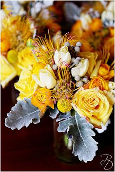 Stunning yellow wedding bouquets! Photo by Louisiana based Photographer Bray Danielle Photography braydanielle.com  #braydaniellephotography #wedding #weddingideas #weddingdecore #yellowwedding #weddingbouquets