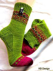 Ravelry: Kaebri's foliage on ebony - Strickmuster - Knitting Ideas Crochet Socks, Knitting Socks, Hand Knitting, Knitting Patterns, Knit Crochet, Knit Socks, Knitting Ideas, My Socks, Cool Socks