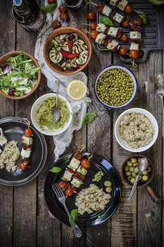 Spiedini di tofu e verdure con patè di olive alle erbe Grilled tofu skewers with olive tapenade