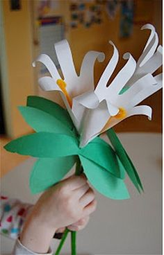 Make handprint flowers moms will treasure