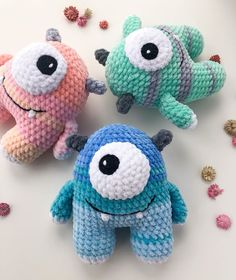 Easy and simple crochet plush monster pattern, good way to destash leftover yarns and turn them into a cute toy amigurumi. The finished monster is 15 cm tall. Amigurumi Doll Pattern, Plush Pattern, Free Pattern, Crochet Animal Patterns, Stuffed Animal Patterns, Crochet Elephant Pattern Free, Crochet Monsters, Crochet Dolls, Crochet Animal Amigurumi