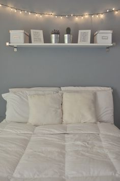 Gray and White Bedroom Decor 40 Gray Bedroom Ideas & Decor Light Blue Walls, Light Gray Bedroom, Master Bedroom, Grey Bedrooms, Bedroom Simple, White Lights Bedroom, Cozy Bedroom, Modern Bedroom, White Bedroom Walls