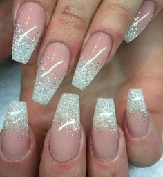 What Christmas manicure to choose for a festive mood - My Nails Glitter Fade Nails, Faded Nails, Sparkle Nails, Glam Nails, Grunge Nails, Pink Wedding Nails, Wedding Nails Design, Bridal Nails, Simple Acrylic Nails