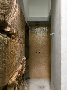 Love the inclusion of existing stone into final spaces. @Seacliff House / Chris Elliott Architects | ArchDaily