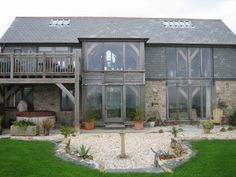 Amazing barn house in Cornwall by Roderick James Architects with local stone walls, natural slate roof and exposed oak timber frame Timber Architecture, Timber Buildings, Beautiful Architecture, Bungalow Renovation, Barn Renovation, Converted Barn Homes, Upside Down House, Oak Frame House, Traditional Exterior