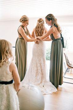 Øyeblikket når brudekjolen skal på www. Bridesmaid Dresses, Wedding Dresses, Fashion, Bridesmade Dresses, Bride Dresses, Moda, Bridal Gowns, Fashion Styles
