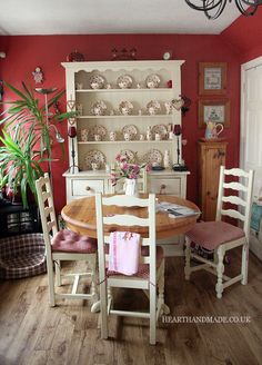 With the white furniture & natural wood, this is cozy & happy. I think I'd have a green or blue instead of red. Red Cottage, Cottage Living, My Living Room, Cottage Style, Cottage Kitchens, Home Kitchens, Cozy Kitchen, Shaker Kitchen, Kitchen Pics