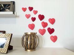 San Valentin. ¿Cómo decorar con corazones? Valentines Day, Planter Pots, Vase, Diy, Home Decor, Blog, Paper Hearts, Decorate Walls, Dressers