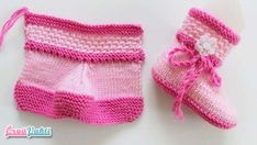 Construction of Two Color Baby Boots with Two Bottles - Babykleidung Knitting For Kids, Baby Knitting Patterns, Hand Knitting, Crochet Patterns, Knitted Booties, Crochet Slippers, Knitted Hats, Baby Girl Boots, Knitted Baby Clothes