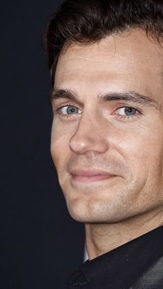 His Smile reaches his Eyes ❤💋 Henry Cavill Eyes, O Superman, Love Henry, Henry Williams, Scott Eastwood, Hollywood Men, Shadow Art, Long Layered Hair, Gentleman