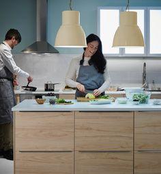 După o nuntă ca-n povești, este timpul pentru casa visurilor tale. Bucătăria METOD va juca un rol important în această poveste - aici nimeni nu va rămâne flămând și veți găti fericiți până la adânci bătrâneți. Ikea, Storage, Furniture, Design, Home Decor, Purse Storage, Decoration Home, Ikea Co, Room Decor