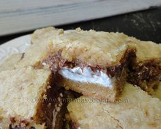 Finally found the perfect s'mores bars recipe! Taste JUST like campfire s'mores. Campfire Desserts, Easy Desserts, Delicious Desserts, Yummy Food, Yummy Treats, Sweet Treats, S'mores Bar, No Bake Bars, Brownie Recipes