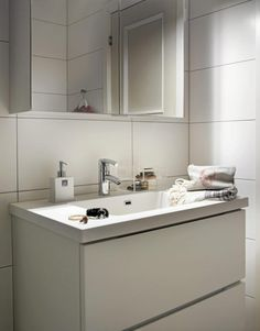Store hvite fliser på vegg Bad, Double Vanity, Interiors, Bathroom, Design, Washroom, Full Bath, Decoration Home