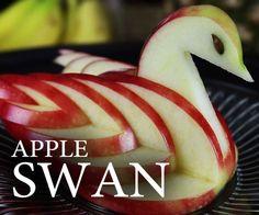 Op een eenvoudige manier van een appel een zwaan maken. (Ik weet niet of deze foto gelijk het filmpje is, maar kijk op king of random en dan bij aplle of swan)