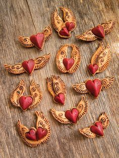 It is time to bust out the custom Polymer Clay creations in are too too cute. Fimo Clay, Polymer Clay Projects, Polymer Clay Creations, Clay Crafts, Paper Clay, Clay Art, Biscuit, Play Clay, Heart With Wings