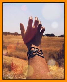 "Bon lundi sous le soleil !!! Aujourd'hui le Road Trip des bijoux Batucada ( bracelet Night Bubble ) nous amène ""on the Road 15"" (Las Vegas)😊.#batucada_fashion#roadtrip #ecofriendly #theoriginal #batucada-fashion.com # bracelet #bijoutatouage"