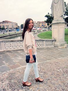 Street Style Italy - colored skinny jeans, wedges