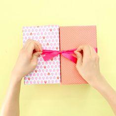開けてびっくり!大好きなお菓子がいっぱい詰まった「お菓子冷蔵庫」   mama+(ママタス) Wallet, Life, Handmade Purses, Diy Wallet, Purses