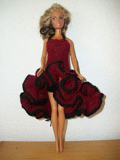 barbie jurkjes: breien en haken.: haken:barbie Flamingo jurk Crochet Doll Dress, Crochet Barbie Clothes, Doll Clothes Barbie, Crochet Doll Pattern, Barbie Dress, Dress Up, Barbie Clothes Patterns, Clothing Patterns, Accessoires Barbie