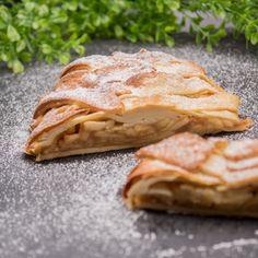 Der low-carb Apfelstrudel ist lecker und glutenfrei. Der Strudel ist ein perfektes Dessert zu jeder Jahreszeit.