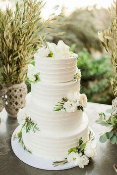 Floral Wedding Cakes 18 Simple White Wedding Cakes Ideas for Your 2018 Wedding Textured Wedding Cakes, Wedding Cake Fresh Flowers, Floral Wedding Cakes, White Wedding Cakes, Elegant Wedding Cakes, Wedding Cake Designs, Wedding Cake Toppers, Wedding White, Elegant Cakes