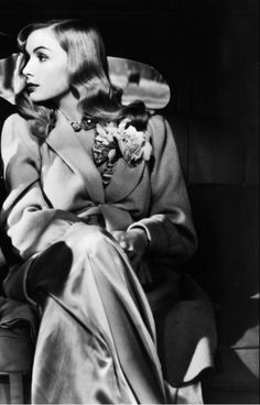 moronicalake:    Veronica Lake in Sullivan's Travels, 1941