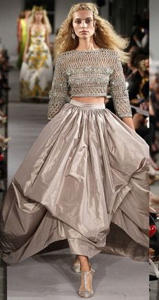 Oscar de la Renta. This is so Carrie, I can imagine her running down the stair with this beautiful skirt.