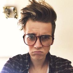 he looks cute with glasses aww Celebrity Dads, Celebrity Weddings, Joe And Zoe Sugg, Joseph Sugg, Buttercream Squad, Sugg Life, Bts Youtube, Bae, Marcus Butler