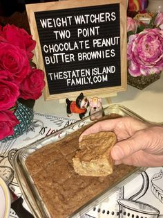 Who else loves Brownies? The good news is that these Weight Watchers Two Point Chocolate Peanut Butter Brownies will satisfy your brownies craving minus the guilt! Keep reading for the delicious de… Weight Watchers Brownies, Dessert Weight Watchers, Weight Watchers Meal Plans, Weight Watchers Smart Points, Weight Watchers Pancakes, Plats Weight Watchers, Weight Loss, Weight Watcher Breakfast, Chocolate Peanut Butter