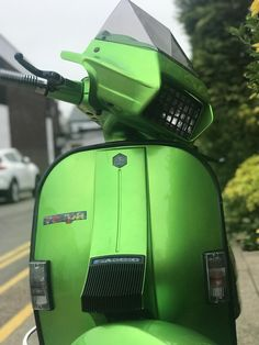Hayling Island Scooter Rally 2018 : lots of beautiful scooters, sunshine and some crazy people; all the ingredients for a fantastic weekend! Lambretta Scooter, Vespa Scooters, Vespa Excel, Vespa Et2, Classic Vespa, Best Scooter, Vintage Models, Sidecar, Crazy People