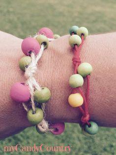 Creare braccialetti fai da te con spago e perline