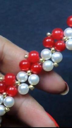 Diy Bracelets Easy, Bracelet Crafts, Handmade Bracelets, Beaded Necklace Patterns, Beaded Earrings, Beaded Bracelets, Bead Jewellery, Beaded Jewelry, Diy Jewelry To Sell
