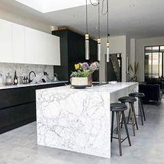 Actual Instagram Homes (@actual_insta_homes) • Instagram photos and videos Luxury Kitchen Design, Kitchen Room Design, Home Design, Küchen Design, Home Decor Kitchen, Interior Design Kitchen, Marbel Kitchen, Marble Kitchen Ideas, Marble Island Kitchen