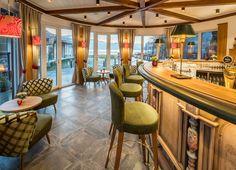 Gemütliche Hafenbar mit Blick auf den Millstätter See und Yachthafen eröffnet Bar, Modern, Table, Furniture, Home Decor, Tourism, Traditional, Destinations, Viajes