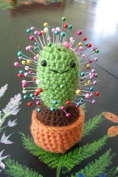 Amigurumi Cactus pin cushion by EightlegsCrochet Pattern by Ana Paula Rimoli ---- Wish I could crochet a bit better! This is amazing Cute Crochet, Crochet Crafts, Yarn Crafts, Crochet Projects, Sewing Crafts, Sewing Projects, Diy Crafts, Funny Crochet, Crochet Amigurumi