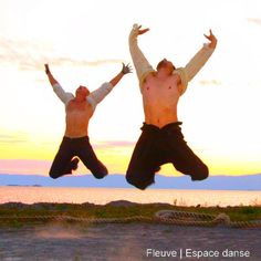 1.2.3 Les pieds dans l'eau. Danser sur l'infini de l'horizon.  Événement à Ciel Ouvert produit par Fleuve   Espace danse.  Crédit photo : Pilar Marcias