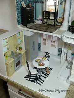 Barbie Dollhouse Kitchen - love the add on kitchen:  /bargainfancy/barbie-rooms/  BACK barbie rooms!