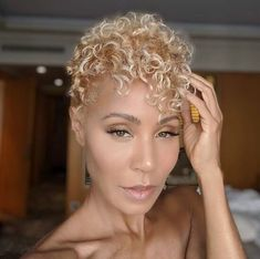 Jada Pinkett Smith Switched From Blonde Braids To A Curly Blonde Cut Sexy! Jada Pinkett Smith Switched From Blonde Braids To A Curly Blonde Cut Sleek Hairstyles, Older Women Hairstyles, Cute Hairstyles For Short Hair, Short Hair Cuts, Short Hair Styles, Pixie Hairstyles, Pixie Haircuts, Men's Hairstyle, Hairstyle Ideas
