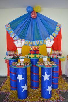 Muitas ideias e inspirações para festa circo. Um tema alegre, colorido e muito divertido.