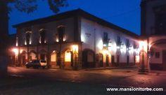 Uno de los hoteles en Pátzcuaro con más tradición ubicado frente a la Plaza Vasco de Quiroga, un edificio histórico ven y vive la experiencia en Hotel Mansión Iturbe.