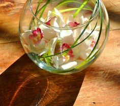 vase-boule-arrangée-et-simple